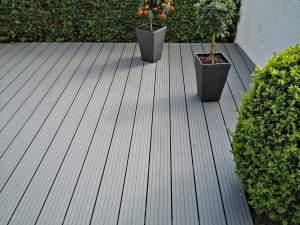 pflanzkuebel-auf-terrasse