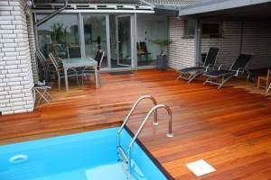 bilinga-terrassendielen-poolbereich